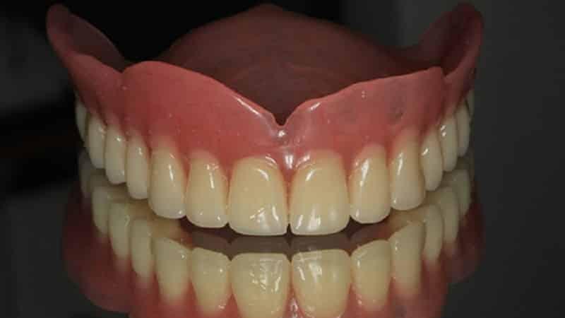 с емный протез на верхнюю челюсть неделю-две частых